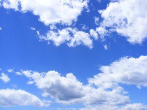 広がる青空と雲