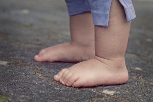 両足を大地につけて