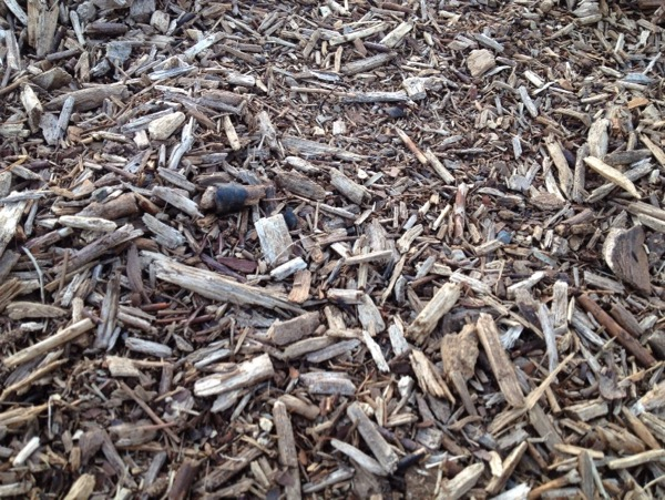 木と土を混ぜた地面