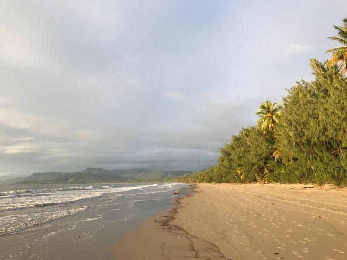 照らされる砂浜