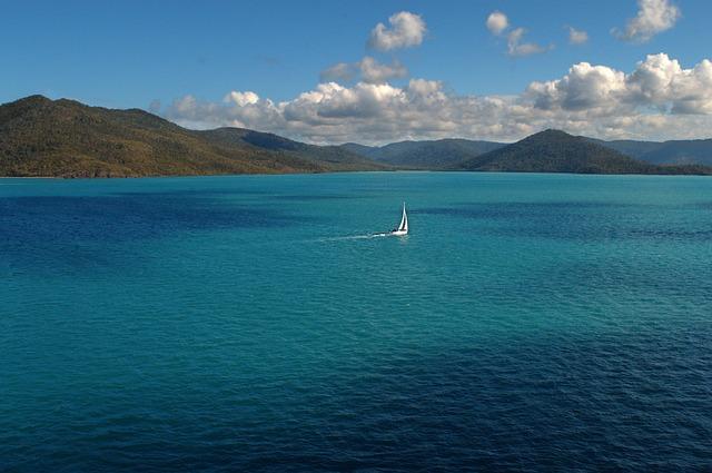 青い海と珊瑚礁